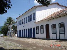 """Centro Histórico de Paraty - RJ- Brasil. O Centro Histórico de Paraty lembra os anos de 1820, e é considerado pela UNESCO """"o conjunto arquitetônico colonial mais harmonioso do País""""."""
