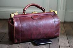 Vintage wine bordeaux doctor's or travel bag / Sac by BoutiqueFMR