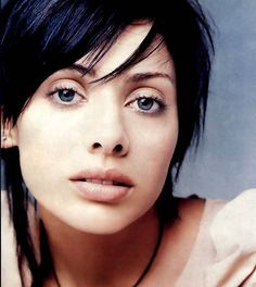 See Natalie Imbruglia pictures, photo shoots, and listen online to the latest music. Natalie Imbruglia, Daily Hairstyles, Short Hairstyles For Women, Beautiful One, Beautiful People, Girls Heart, Bright Eyes, Pale Skin, Jessica Alba