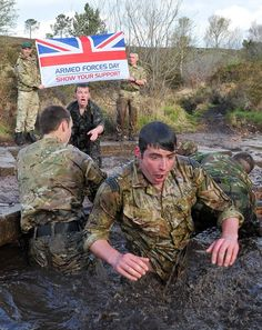 Royal Marines Training British Royal Marines, British Armed Forces, British Army, British Royals, Royal Marines Training, Ghost Soldiers, Marine Commandos, Battle Dress, Green Beret