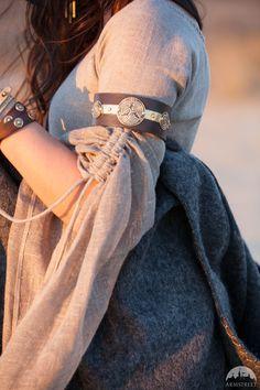 "Wide Biceps Bracelet ""Labyrinth"""