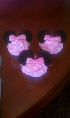 Minnie cupcakes for a first birthday