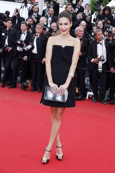Gala Gonzalez wearing Dior dress and shoes at Cannes 2013 red carpet. Gala Gonzalez, Dior Dress, Glamour, Got The Look, Red Carpet Dresses, Red Carpet Looks, Cannes Film Festival, Strapless Dress, Street Style