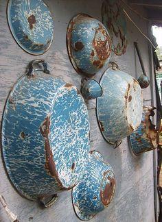 love this display of vintage enamel ware.