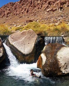 Hoje pela manhã fizemos o Trekking de Guatin e finalizamos com banho nas Termas de Puritama. Mais um passeio no Atacama com @aylluatacama que oferece um delicioso ceviche! #NerdsNoAtacama