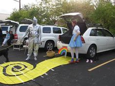 CONTROLLING Craziness: Inspiration For The Weekend - 40 (Trunk or Treat Ideas) also for the doors at the school.