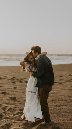 Couples Beach Photography, Photo Poses For Couples, Cute Couple Poses, Couple Photoshoot Poses, Couple Shoot, Romantic Beach Photos, Beach Wedding Photos, Wedding Shoot, Water Engagement Photos