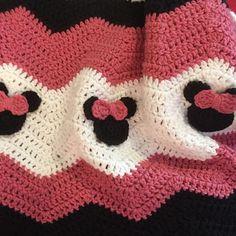 audra_hooknowl crochet minnie mouse blanket