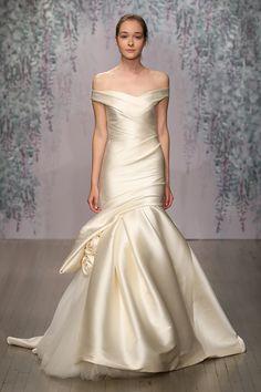 Fashion Friday: Monique Lhuillier Bridal Fall 2016 | Romantic | Opulent | Floral | Rosettes | Appliques | http://brideandbreakfast.hk/2015/12/18/monique-lhuillier-bridal-fall-2016/