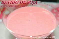 Un batido de lo más completo con leche de soja, fresas y piña
