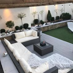 Back to the grind today. With this beautiful weather following us into the week, we can't help but share your outdoor spaces! 😍 ⭐️ Credit:… Back Garden Design, Modern Garden Design, Contemporary Garden, Small Back Garden Ideas, Backyard Seating, Backyard Patio Designs, Modern Backyard, Small Backyard Gardens, Back Garden Landscaping