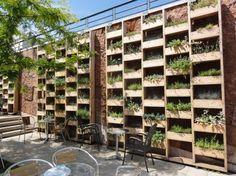 Great wall of planters - DIY idea