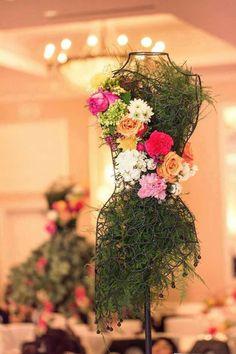 wire mannequin, moss, fern, flowers of choice and color. Deco Floral, Floral Design, Art Floral, Floral Centerpieces, Floral Arrangements, Wedding Centerpieces, Wire Mannequin, Floral Fashion, Dress Fashion