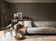 Un taupe classique mais chic Plus fort que le gris, moins agressif qu'un kaki, le taupe s'invite dans la liste des couleurs à adopter pour booster un intérieur en mal de couleurs.