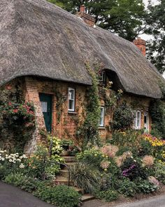 9 Enchanting English Country Cottages to Fall in Love With - Cottage Journal English Country Cottages, English Country Decor, English Countryside, Small English Cottage, British Country, French Cottage, Cozy Cottage, Cottage Style, Fairytale Cottage