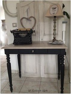 Patinated black table www. patina on furniture val d& Furniture Fix, Upcycled Furniture, Furniture Makeover, Furniture Ideas, Black Furniture, Primitive Tables, Decoration Shabby, Distressed Furniture Painting, Bohemian Chic Decor