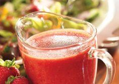 Vinagreta de fresa 1 taza de fresas frescas, 2 cucharadas de aceite de oliva, 2 cucharadas de vinagre balsámico o zumo de limón, 1/2 cucharadita de sal, 1/2 cucharadita de pimienta negra, 1/2 cucharadita de miel Procesar alimentos hasta obtener una consistencia suave.