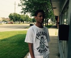 Detroit police are asking for the public's help to locate a missing 16-year-old.
