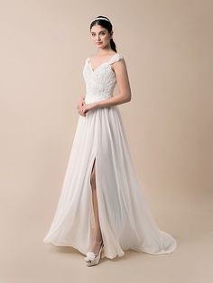 Light and airy @Moonlightbridal gown featuring our BRIDGET Headband