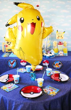 Pokemon is BACK! Are you looking for Pokemon Party Ideas? Check out this post full of DIY Pokemon Decorations, Pokemon Party Games and Pokemon Candy Table! Birthday Party Places, 60th Birthday Party, Unicorn Birthday Parties, Birthday Crafts, Mom Birthday, Pokemon Themed Party, Pokemon Birthday, Festa Pokemon Go, Pokemon Party Decorations