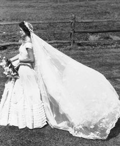Jackies wedding dress designed by anne lowe 91253 muse jackie kennedys iconic wedding dressand why she hated it junglespirit Choice Image