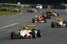 Equipe e pilotos reagem com insatisfação As equipes e pilotos que participam da Fórmula 3 Brasil foram surpreendidos nesta semana com duas alterações no calendário de competições da temporada 2015. A segunda rodada dupla, marcada para os dias 25 e 26 de abril em Brasília (DF), foi transferida para o Velopark, em Nova Santa Rita …