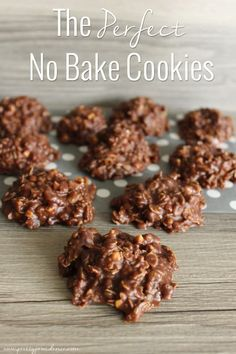 No Bake Cookies The perfect chocolate peanut butter no-bake cookies that take only 5 minutes to prepare!The perfect chocolate peanut butter no-bake cookies that take only 5 minutes to prepare! Best No Bake Cookies, Chocolate No Bake Cookies, Brownie Cookies, Shortbread Cookies, Chocolate Chips, Baking Cookies, Chocolate Ganache, No Bake Christmas Cookies, Gluten Free No Bake Cookies
