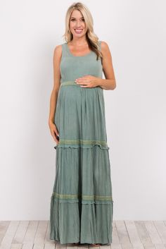 With a gorgeous silhouette and stylish details, this maternity maxi dress gives off a bohemian vibe. This dress features a unique tiered body and keeps you cool with its sleeveless design. Throw this maxi dress on with sandals and layered necklaces for a day at the beach, music festival, or simply a fun day out.