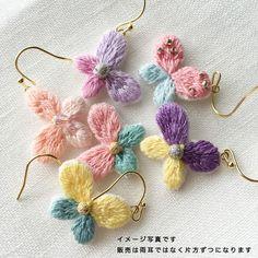 【0059】蝶の刺繍ピアス(黄緑)