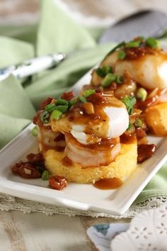 Shrimp and Grits Eggs Benedict with Spicy Red Eye Gravy - The Suburban Soapbox A southern classic turned breakfast classic, Shrimp and Grits Eggs Benedict is a great brunch dish that will knock your socks off. Breakfast Desayunos, Breakfast Dishes, Breakfast Recipes, Breakfast Ideas, Egg Recipes, Cooking Recipes, Shrimp Recipes, Cooking Tips, Grits And Eggs