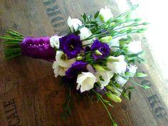 simply wedding flower from blue and white eustoms / jedoduchá svatební kytice z modrých a bílých eustom / www.rosmarino.cz