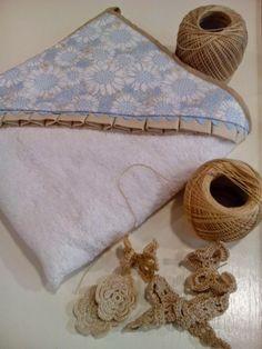 b e b e t e c a: MÁS ALLÁ DE LOS LAZOS.bebetecavigo.Capa de baño de rizo de algodón con posibilidad de aplique de crochet.bebetecavigo.