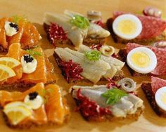 Boiled egg and Salami Canapé Snacks, Snack Recipes, Cooking Recipes, Antipasto, Canapes Faciles, Big Tasty, My Favorite Food, Favorite Recipes, Lunch Buffet