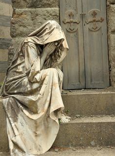 Chaoran Tablecloth Sculptures Decor Collection Grief Tombstone on Monumental Cemetery in Florence Italy Europe Landmark Pattern Beige Ivory Holiday Home Decorative Cemetery Angels, Cemetery Statues, Cemetery Art, Angel Statues, Sad Angel, Old Cemeteries, Graveyards, Europe Photos, Infant Loss