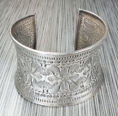 Vintage Sterling Silver Floral Stamped Bracelet by BelmarJewelers