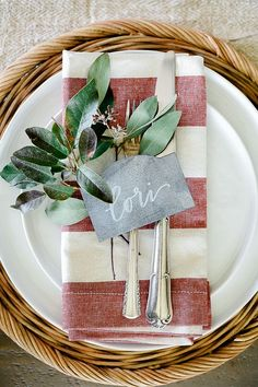 Simple Centerpieces, Christmas Centerpieces, Christmas Decorations, Table Decorations, Centrepieces, Christmas Table Settings, Christmas Tables, Cool Tables, Fall Table