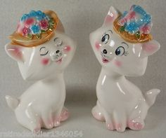 Vintage RARE 1960s Playful Cats Floral Hat Salt Pepper Shaker Set