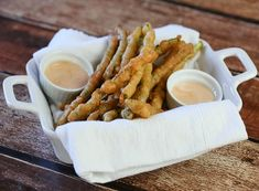 Beer-Battered Asparagus with a golden and crisp beer batter. Crunchy and delicious with a campfire dipping sauce,this appetizer is a sure party hit! Finger Food Appetizers, Finger Foods, Campfire Sauce, Burger Side Dishes, Beer Batter, Ranch Dressing, Asparagus, Crisp, Vegetarian