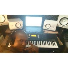 Salir temprano del trabajo solo significa 1 sola cosa #musica no olvides escuchar mi #NuevoTema #PruebadeSonido feat Sambomc #NuevoTema #PruebadeSonido #NewTrack #Rap #Hipohop #MarinbaStone feat #Sambomc #BocachicaMusicFactory #LatinRap #LatinHiphop #musica #music #np on #SoundCloud https://soundcloud.com/marinba-stone/prueba-de-sonido-marinba-stone-feat-sambomc