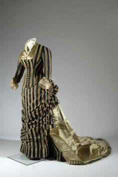 Evening dress, ca. 1884. Silk satin and cut velvet, lace, silk thread tassels and fringe. Charles Frederick Worth, France.