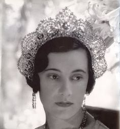 Loelia, Duchess of Westminster, photographed by Cecil Beaton in 1931 wearing a kokoshnik halo-shaped tiara