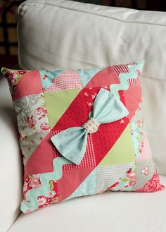 Love this pillow designed by Heather Mulder Peterson for Quilts & More Winter 2011