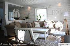 Light and nice :) New England Cottage, New England Style, New England Homes, Cottage Living Rooms, Home Living Room, Newport Beach House, Pastel Interior, Ocean House, Beach Room