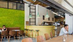 Ένας χαλαρός, «κουλ», καινούργιος χώρος που συνδυάζει τον ποιοτικό καφέ με λαχταριστά γλυκά και αλμυρά bagels.