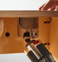 Veritas Table for Compact Routers - Lee Valley Tools Router Accessories, Power Tool Accessories, Router Woodworking, Woodworking Projects Diy, Hand Held Router, Power Carving Tools, Diy Router Table, Wood Projects That Sell, Lee Valley