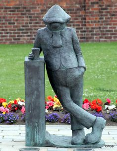 """Andy Capp Statue (based on the character created by cartoonist Reg Smythe), Hartlepool, England. """"I've learned one thing - people who know the least anyways seem to know it the loudest. Sculpture Art, Garden Sculpture, Statue Base, Andy Capp, Art Beauté, Newspaper Cartoons, North East England, My Town, Daily Photo"""