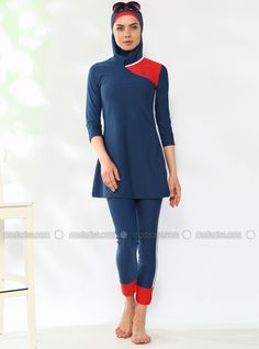 Fully Covered Swimsuit - Navy Blue - Adasea Stylish Hijab, Modern Hijab, Muslim Fashion, Hijab Fashion, Women's Fashion, Sports Hijab, Nike Outfits, Swimsuit Cover, Muslim Women