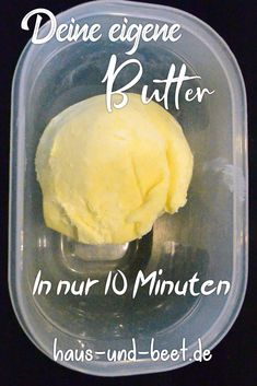Butter selber herstellen - In 10 Minuten leicht gemacht - Haus und Beet make butter yourself. Making butter yourself is very easy. It's easy. All you need is cream and a blender. A Thermomix is ​​ Baking Tips, Bread Baking, Baking Recipes, Homemade Butter, Butter Recipe, Mets, Pudding Recipes, Pumpkin Recipes, Diy Food