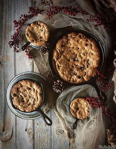 Skillet-Baked Chocolate Chip Cookie by PasstheSushi, via Flickr