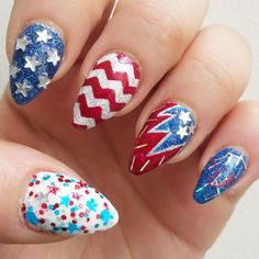 Happy 4th of July! I was honestly a little sad taking off my Blackhawks nails, but I always gotta do holiday nails. I reshaped my acrylics from Glitter Nail Salon again after removing all the polis...